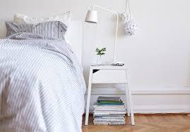 table de chevet pour petite chambre